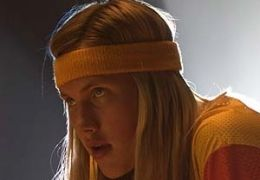 JOHN ROBINSON als Stacy Parelta, ein Mitglied der ...