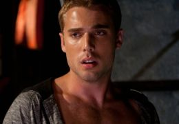 Shark Night 3D - Nick (Dustin Milligan) hat eine...nung.