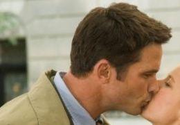 Gwen (T�a Leoni) und ihr Verlobter (Billy Campbell)...chter