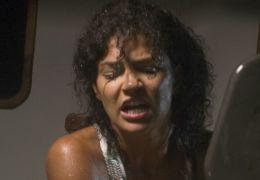 Piranha 3-D - Kelly (Jessica Szohr) wird von den...eben.