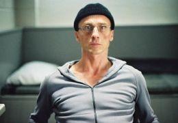 Andr� Hennicke in 'Antik�rper'
