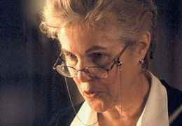 Mrs. Wilkinson (LYNN REDGRAVE) f�hrt die Pension, in der ...