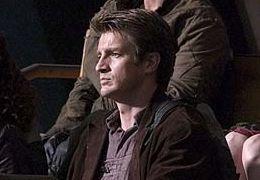 Nathan Fillion (mitte) in 'Serenity - Flucht in neue...lten'