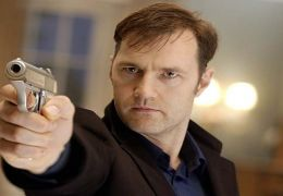 Dr. Michael Glass (David Morrissey).
