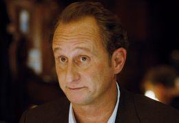 Jean-René (B. Poelvoorde) im Restaurant - Die...tiker
