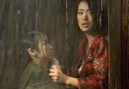 Suzuka Ohgo und Gong Li  2005 Warner Bros. Ent.