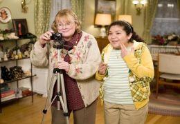 Shirley Knight und Raini Rodriguez in 'Der Kaufhaus Cop'