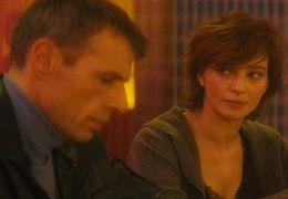 Dan (Lambert Wilson) und Nicole (Laura Morante)...Bar.