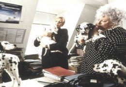 Alice Evans und Carol Macready in '102 Dalmatiner'