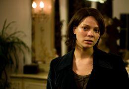 Maja (Jessica Schwarz) wundert sich über David. - 'Die Tür'