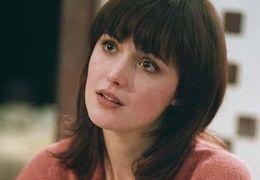 Alex (Rose Byrne)