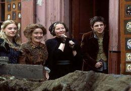 Kate (ROMOLA GARAI), Miss Lacreevy (SOPHIE THOMPSON),...O FILM