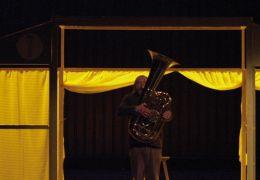 Ein Geschenk der Götter -  Franz (Paul Faßnacht) und...Bühne