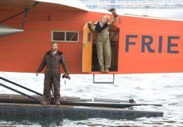 Bill Stultz (Joe Anderson) und Amelia Earhart (Hilary...elia'