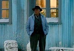 Frank (Federico Luppi) steht vor seinem Haus in...h GmbH