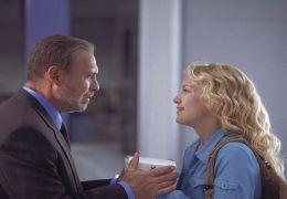 Helen (KATE HUDSON) wickelt ihren neuen Chef, den...CTURES