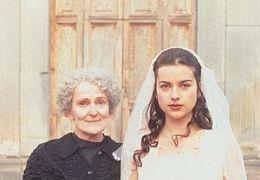 Rosetta (Amelia Warner) mit Großmutter (Paola...O FILM