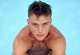 Jesse Spencer als Schwimm-Champion Tony Fingelton