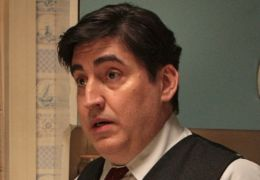 ALFRED MOLINA als Jennys Vater - An Education