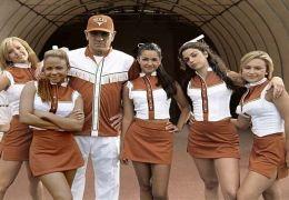 Die Cheerleader und ihr Beschützer (v.l.n.r.): Barb...g GmbH