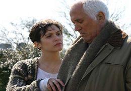 Alina (Antonella Costa) besucht ihren Großvater Frank...h GmbH