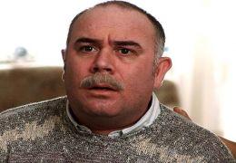 Vater Mehmet (Güven Kira ) ist alles andere als...Pauly