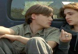 Tim (Emile Hirsch) mit seinem Freund Kyle Dwyer (Ryan...g GmbH