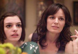 Anne Hathaway und Rosemarie DeWitt in 'Rachels Hochzeit'