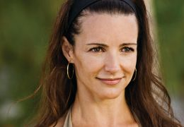 KRISTIN DAVIS stars as Lucy / Photo Credit: Universal...sive'