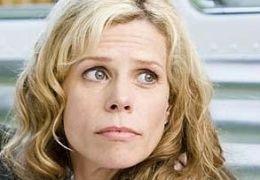 Cheryl Hines in 'Die Chaoscamper'