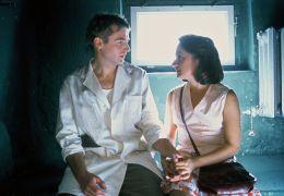 Rainer Frank und Meriam Abbas in 'Drei Stern Rot'