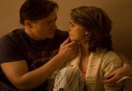 John Crowley (Brendan Fraser) und Sal (Dee Wallace)
