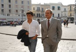 Männer al dente - Tommaso (Riccardo Scamarcio) und...azza.