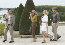 Midnight in Paris - Paul (Michael Sheen, links außen)...lson)