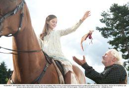 Gefährten - Emilie (Celine Buckens) mit Pferd Joey...trup)