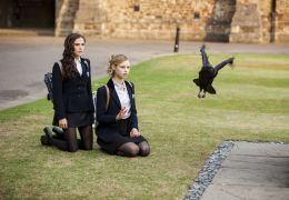Vampire Academy - Rose (Zoey Deutch) und Lissa (Lucy...chen.