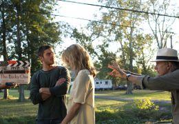 ZAC EFRON als Logan, TAYLOR SCHILLING als Beth und...Deine