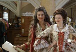 Rubinrot - Gwendolyn (Maria Ehrich, rechts) mit...orte)