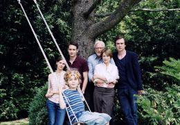 Was bleibt - Familienfoto (v.l.n.r): Ella (Picco von...rten.