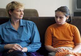 Totem - Natja Brunckhorst als Claudia, Marina Frenk...Fiona