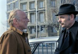 Le Havre - Marcel Marx (André Wilms) und Kommissar...ssin)