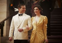 Deine Juliet - Juliet (Lily James) und Mark Reynolds...ell).