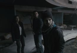 (L-r) DEVIN KELLEY as Amanda, JONATHAN SADOWSKI als...aries
