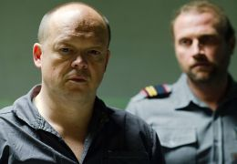 Tango Libre - Gefängniswärter JC (Francois Damiens)...auf.