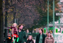 Eltern - Die Familie beim Spaziergang: Emma (Emilia...sabel