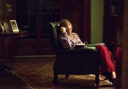 Die Wildente - Anna (Anna Torv) liest ein Buch