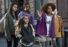 Annie - V.l.n.r.: Amanda Troya ('Pepper'), Nicolette...NNIE.