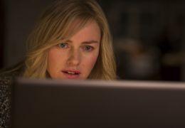 Shut In - Mary (Naomi Watts) tauscht sich mit ihrem...aus.