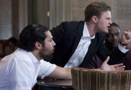 Criminal Activities - Noah (Dan Stevens), Zach...sich.