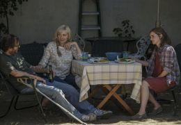 The Circle - Mae (Emma Watson) besucht ihre Eltern...dly).